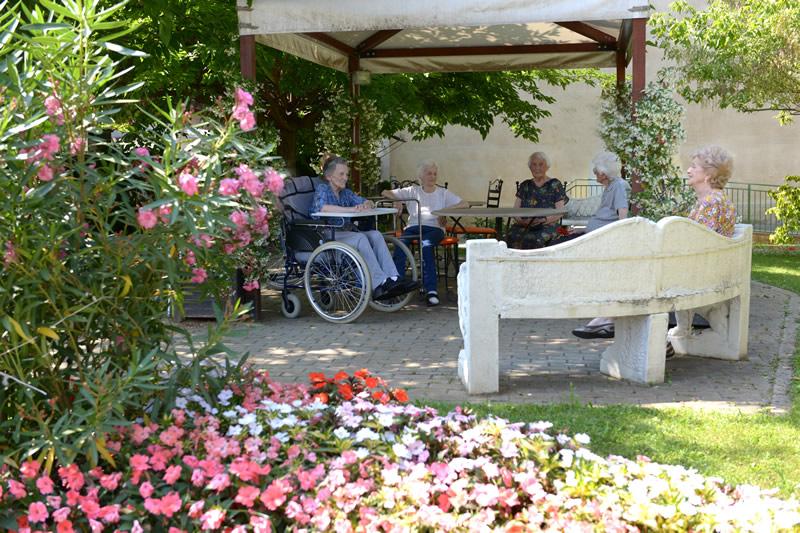 Angoli dove chiaccherare nella nostra struttura per anziani