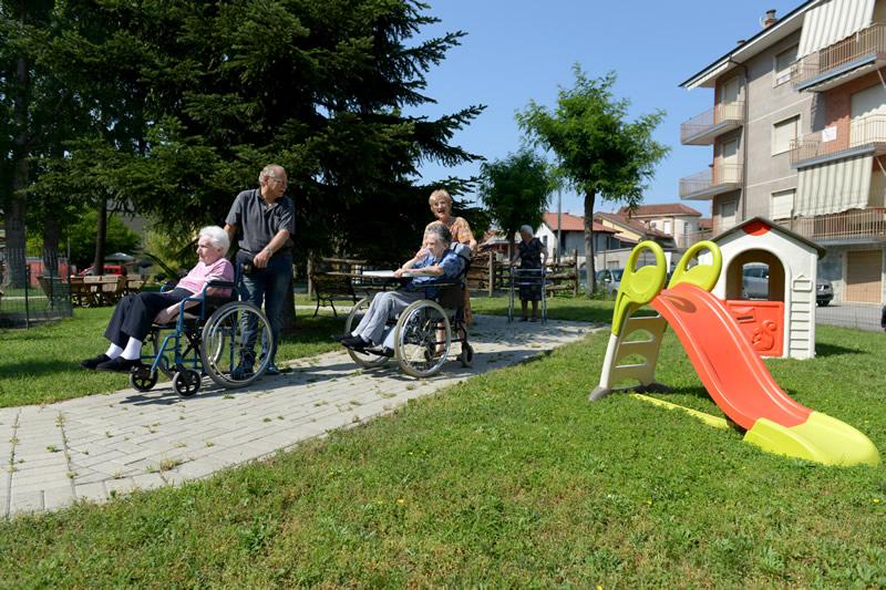 Area gioco per i nipotini degli anziani in casa di riposo