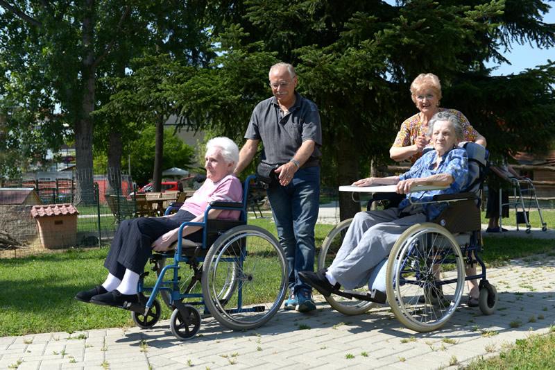 Struttura per anziani con giardino