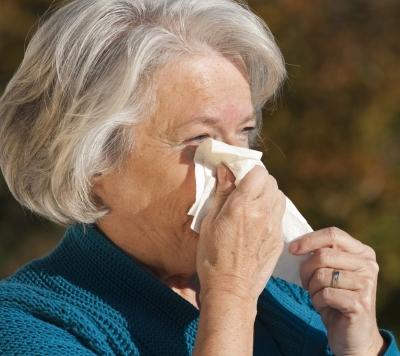 Allergia stagionale e anziani: i sintomi e i rimedi naturali