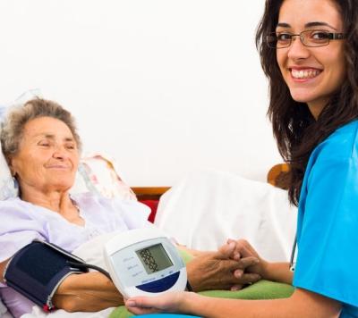 Anziani in Italia: indice di vecchiaia in crescita e sempre meno geriatri
