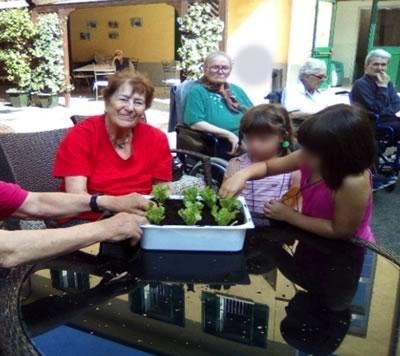 Gli Anziani di Villa Serena e i Bimbi degli asili di Carmagnola