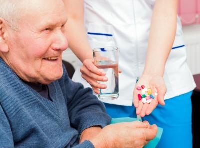 Piemonte: nuovo sportello che aiuta gli anziani a diminuire i farmaci