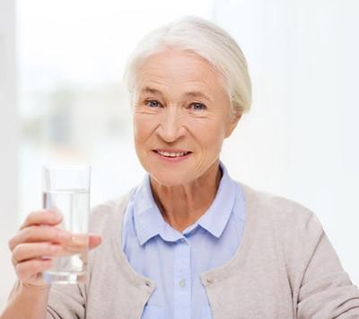 Arrivano i primi caldi: attenzione alla disidratazione nelle persone anziane