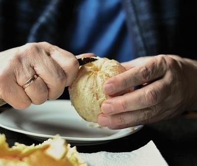 """Dieta per anziani: la regola delle """"5 porzioni"""""""