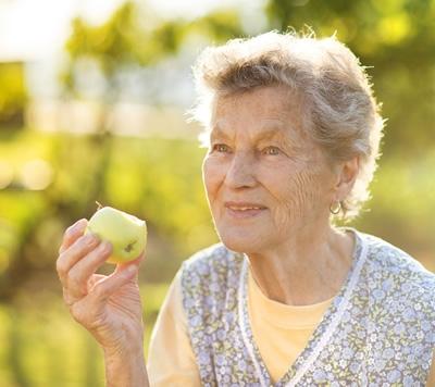 Sapete a cosa è dovuta la perdita di peso fisiologica tipica di molte persone anziane?