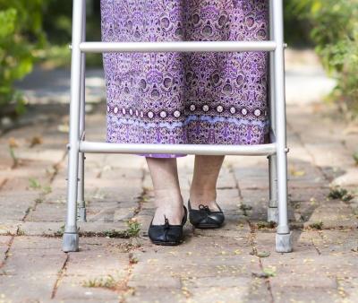 Cause e sintomi dei piedi gonfi negli anziani